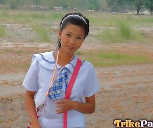 Young Filipino schoolgirl fucks a sex tourist in exchange..