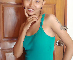Skinny Thai girl takes off hr clothes in her nude..