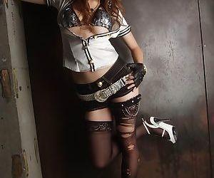 Japanese beauty Yuki Mizouho finishes off sex with a..