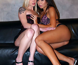 Asian female Keeani Lei & tattooed blonde Faye Runaway go..