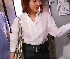 Sexy Asian traveler Mami Asakura joins mile high club in..