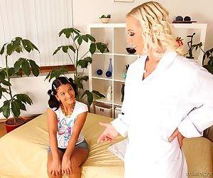 Asiatische Mädchen blonde Küken Lecken und Spielzeug Fotzen Nach ein girl..