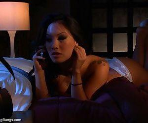 Legendary Asian pornstar Asa Akira in an interracial..