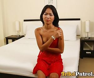 Skinny amateur Filipina Janna gets her tight muff..