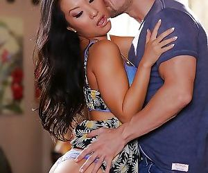 Asian pornstar Asa Akira enjoys a sensual foreplay and..