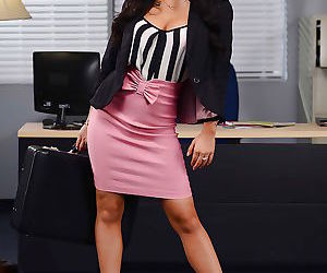 Stunning office lady Asa Akira gets rid of her dress..