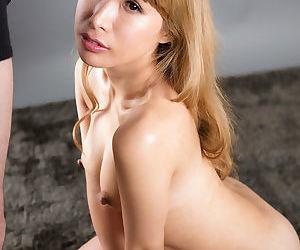 Blonde Japanisch Mädchen Fänge Sperma auf Ziemlich Gesicht after..