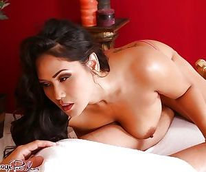 Curvy brunette masseuse Jessica Bangkok getting naked to..