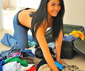 Beautiful round ass on gorgeous filipina girlfriend - part..