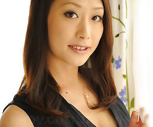 Yanagida yayoi shows her sexy body - part 2495