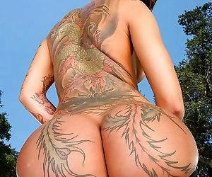 Tattooed asian bella bellz demonstrates her perfect ass -..