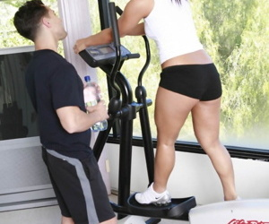 Japanese gal Christina Aguchi spreads her legs in the gym..