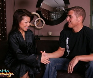 MILF masseuse Jackie Lin gives client bathtub rub & sexy..
