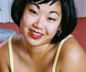 Pleasing Asian amateur Junko pulling down underwear to..