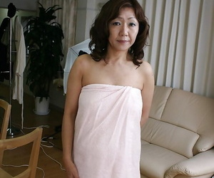 Sex-hungry asian MILF Eriko Nishimura showcasing her..