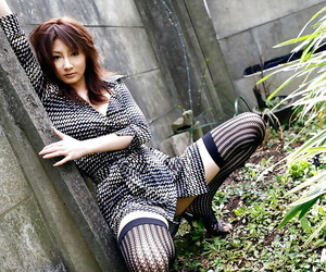Asian babe Reina Mizuki showcasing her petite fanny and..