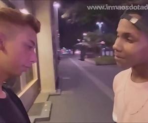 O DOTADO NO PONTO DE ÔNIBUSBareback 2 min 1080p