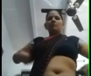 Married sourashtra aunty showing to his ex paramour 63 sec