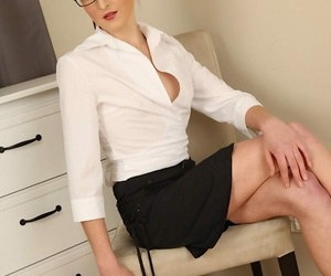 Lean lady Lo Swing gushes her legs in a mini-skirt before..