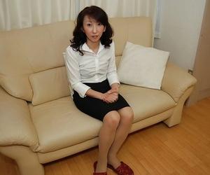 Mako Shinozuka unveils her awesome Asian boobies and..