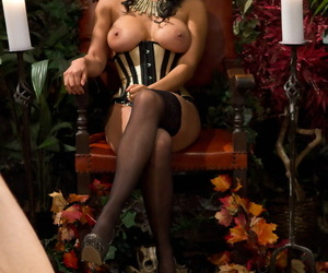 Domme Isis Love face sites a male sub prior to strapon..