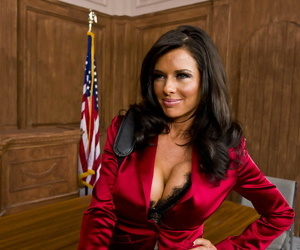 Female lawyer Veronica Avluv gets her client off by..