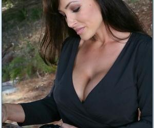 Ravishing dickblowers MILF Lisa Ann gets rid of her..
