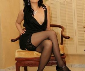 Scorching brunette wife Chloe Cain torments masculine gimp..