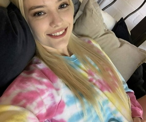 Light-haired hotty Kenna James goes braless & exposes her..