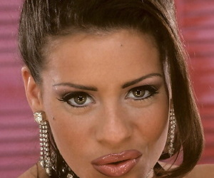 Scorching Mummy Linsey Dawn McKenzie releases her tits as..
