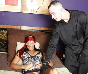 Mummy with big tits Lezley Zen gives a blowjob blindfolded