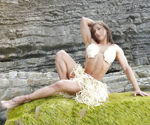 Beach honey Karyn getting off shaven pussy and bodybuilder..