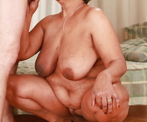 Fatty granny gives a blowjob and gets her beaver jammed..