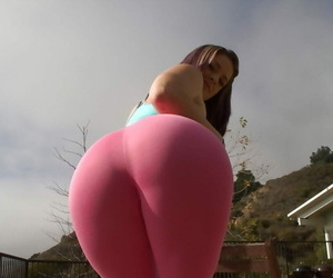 Cute stunner Sierra Sanders posing in yoga trousers and..