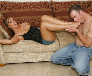 MILF with a flawless figure Kylee King plays a foot fetish..