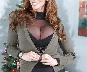 Redhead MILF Ariella Ferrera showcasing off hooters in..