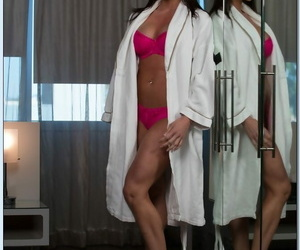Warm houswife Kendra Lust stripping and exposing her pink..