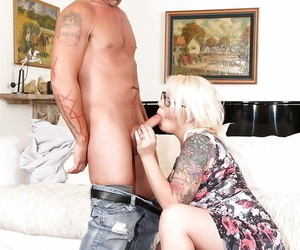Chunky ash-blonde Missy Monroe providing a oral pleasure..