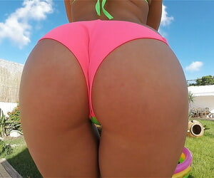 Latina solo chick offers up huge ass for xxx anal invasion..