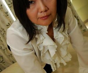 Asian Mummy Kaoru Mitamura getting nude and demonstrating..