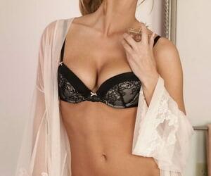 Alluring & stunning wifey Sarah Nichole soaps her..