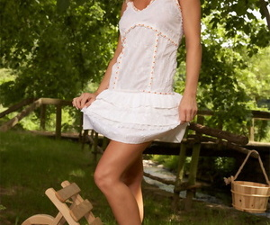 Curly haired blond Silvia Saint labyrinth her ass in whit..