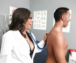 Sloppy Mummy in doctors uniform Alexis Breeze is bitchy hard