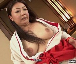 Mature Asian tramp in her kimono..