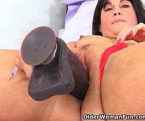 British milf Lelani loves her big..