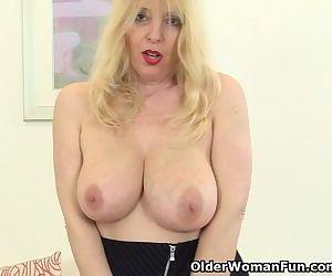 British mom Lucy exposing her..