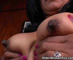 Latina milf Veronica gets her..