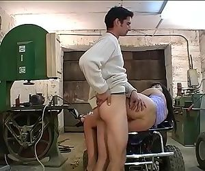 Paar fickt in der GarageGerman