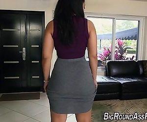 Huge booty babe fucked