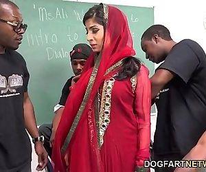 Nadia Ali Learns..